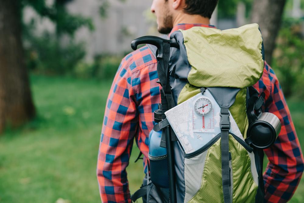 Persona de viaje con mochila