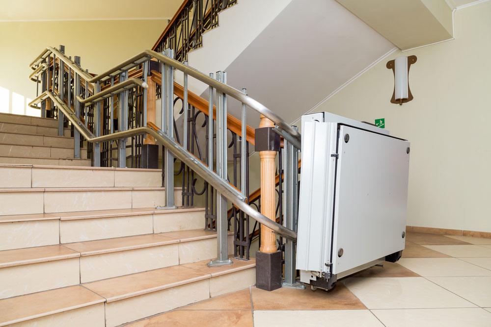 Instalación y precio de sillas y plataformas salvaescaleras
